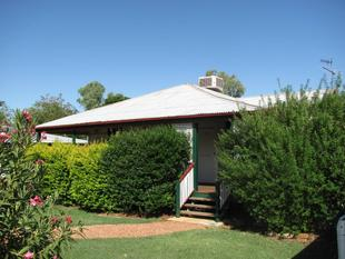 Quaint Cottage on Crane - Longreach