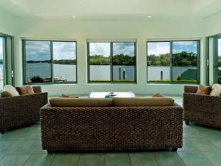 Stunning Riverfront Views in Sanctuary Cove - Sanctuary Cove
