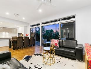 Stunning Executive Town Home - Annerley