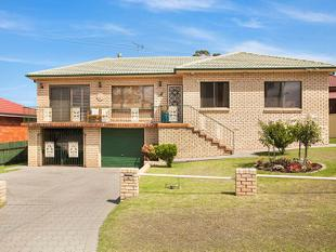 Immaculate 3 Bedroom Home with Lake Views - Mount Warrigal