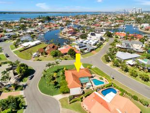 OVER 900SQM OF PRIME RUNAWAY BAY REAL ESTATE - Runaway Bay
