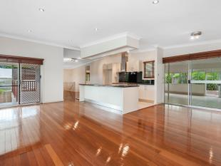 HIDDEN GRACEVILLE GEM - LARGE FAMILY HOME - Graceville