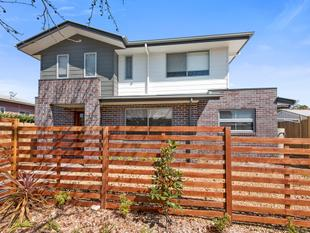 STUNNING NEAR NEW EXECUTIVE STYLE HOME - Newtown