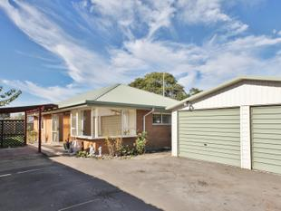 Sunny Brick House, Double Garage! Not Easy to Find - Phillipstown