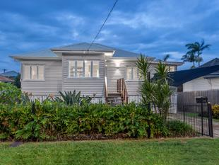 Lovingly Renovated Family Home on 612m2 - Kedron