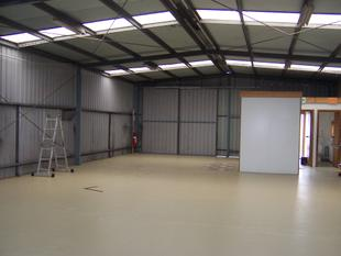 162m2 SHED WITH 250m2 ENCLOSED YARD SPACE - Warrnambool