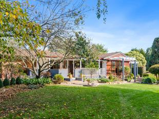 Stylish hideaway on an acre of classic country gardens - Moss Vale