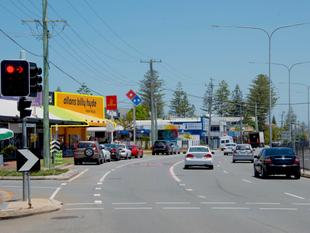 Mermaid Beach Showroom/Retail With High Exposure Along Gold Coast Highway - Mermaid Beach