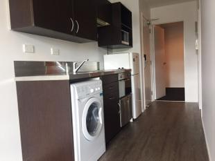 Spacious One Bedroom + Car Park - Auckland Central