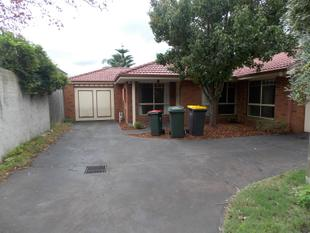 MODERN AND VERY SPACIOUS WITH RENOVATIONS - Oakleigh East