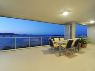 EXECUTIVE APARTMENT - A PLACE WHERE SLEEK STYLE & SOPHISTICATION IS FRAMED BY WATER AND NATURE - Airlie Beach