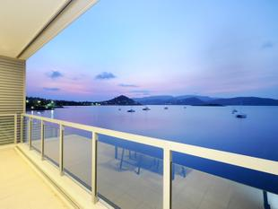 EXECUTIVE - ABSOLUTE WATERFRONT APARTMENT - Airlie Beach