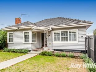 FULLY RENOVATED SINGLE LEVEL LIVING IN A GREAT LOCATION - Oakleigh South