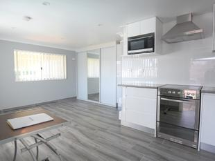 FURNISHED STUDIO LOCATED WITHIN 7 MINUTES WALK TO PUNCHBOWL SHOPS AND STATION! - Punchbowl