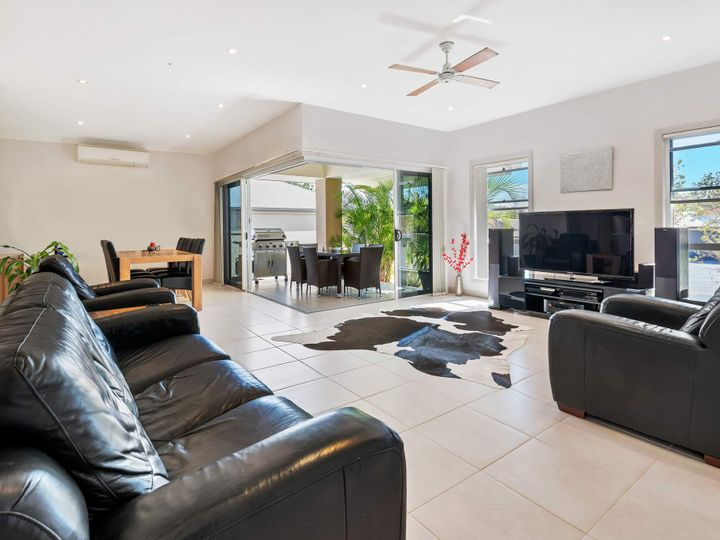 9 Crusade Court, Coomera Waters, QLD