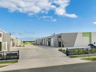 Modern 386.4m2  Industrial Unit In Brand New Complex In Sought After Bells Creek - Bells Creek