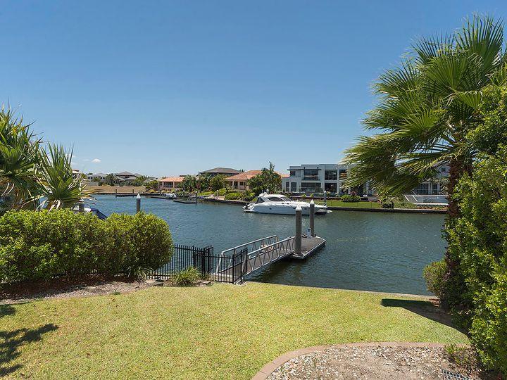 2240 Glengallon Way, Hope Island, QLD