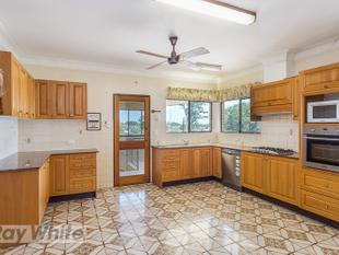SPACIOUS WITH CHARACTER! TOP LEVEL 4 BEDROOM HOME - Annerley