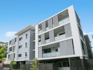 EXCEPTIONAL TWO BEDROOM SECURITY APARTMENT OF GENEROUS PROPORTIONS - Epping