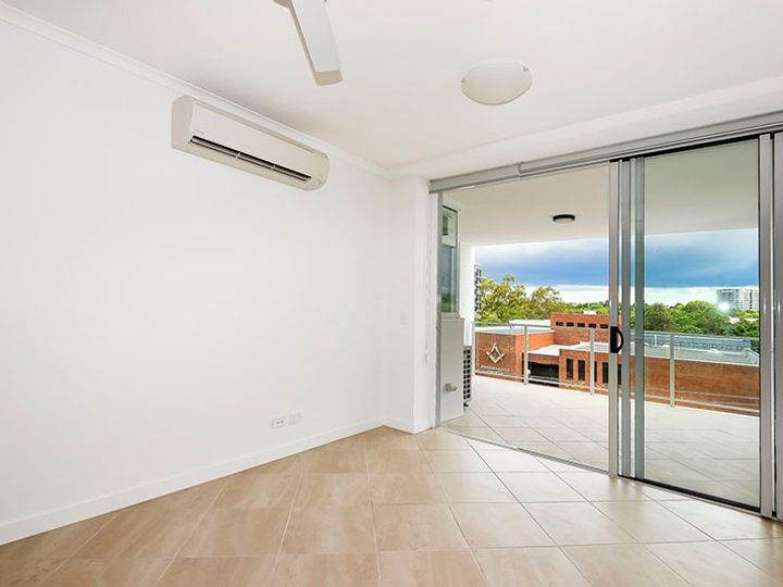 209/275-278 Logan Road, Greenslopes, QLD