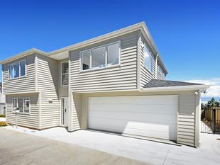 Brand New Home - 2 Ensuites, 3 Living Areas - Mount Wellington