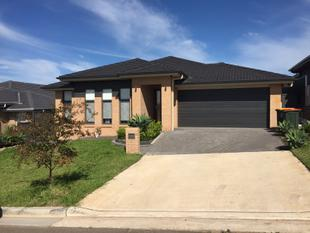 As Good As New!   4 Beds, 2 Baths - Riverstone
