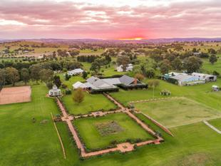 EXCLUSIVE MULTI PREMIS RURAL RETREAT, AEROPLANE LANDING STRIP, HANGER, B&B FACILITIES, CROQUET, TENNIS & MORE. - Canowindra