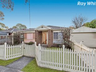 Gorgeous Home Complete with Pickett Fence - Croydon