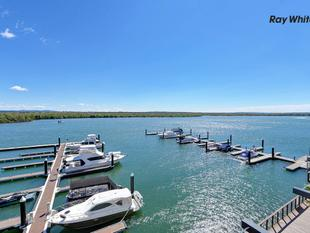 ABSOLUTE WATERFRONT LIVING IN THIS NEAR NEW APARTMENT - Paradise Point
