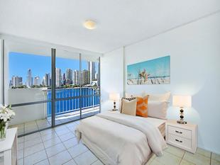 LOCATION LOCATION and What a View... - Surfers Paradise
