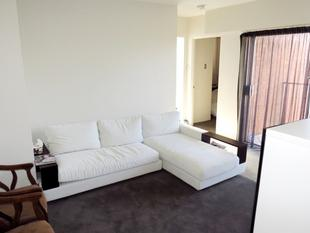 DEPOSIT TAKEN - BRIGHT & MODERN + SECURITY PARKING - Centennial Park