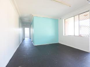 GOOD SIZE 2 BEDROOM UNIT LOCATED WITHIN 5 MINUTES WALKING DISTANCE TO WILEY PARK STATION - Wiley Park