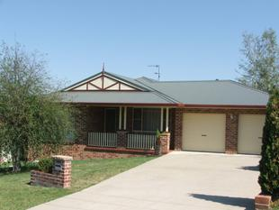 WELL DESIGNED FAMILY HOME - Armidale