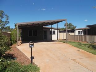 Modern 3 Bedroom Home with large lawned back yard and parking for up to 4 vehicles - South Hedland