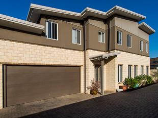 Beautiful townhouse in beachside location - Rockingham