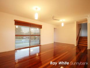Spotless Family Home in Macgregor School Catchment - Sunnybank