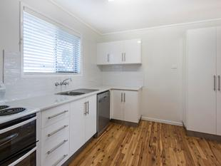 BEAUTIFULLY RENOVATED UNIT IN SOUGHT AFTER CENTENARY HEIGHTS - Centenary Heights