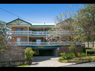 Elevated Location with a Cosy Feel - Superb Outlook to Mt Coot-tha - St Lucia