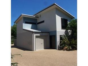 MODERN STYLISH TOWNHOUSE CLOSE TO TOWN PLUS 1 WEEKS FREE RENT - Yeppoon