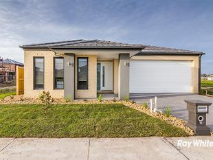 BRAND NEW HOME IN BERWICK WATERS ESTATE - Clyde North