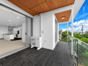 BRAND NEW APARTMENT WITH STUNNING FINISHES! - Ascot