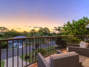 Great family home! Stunning outlook with cul-de-sac position! - Helensvale