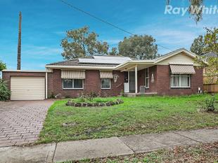 Four Bedroom Home Walking Distance To Everything! - Bundoora