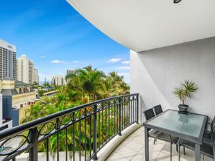 Owner Relocating -  Must Be Sold - Surfers Paradise