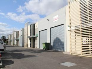 NEAR NEW 130M2 WAREHOUSE WITH STREET FRONTAGE M & M BUSINESS PARK - Thornbury