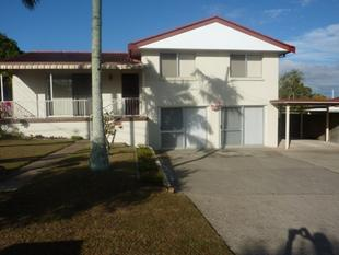IMMACULATE FAMILY HOME IN SUNNYBANK WITH A GRANNY FLAT DOWNSTAIRS - Sunnybank