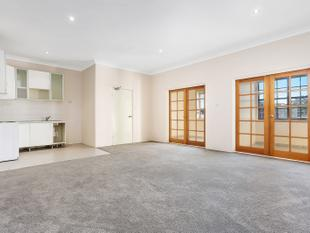 Well appointed three bedroom apartment - Rosebery