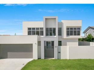 Wow! Lifestyle Contemporary Waterfront Family Home in Mermaid Waters - Mermaid Waters