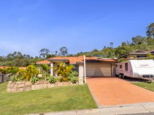Large Family Home with Pool & Shed - Pacific Pines