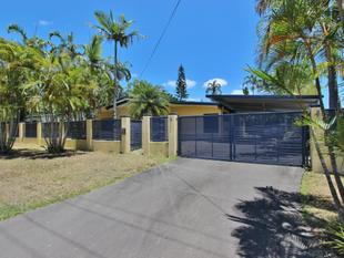 Super-sized Family Home  *Break Lease* - Clifton Beach